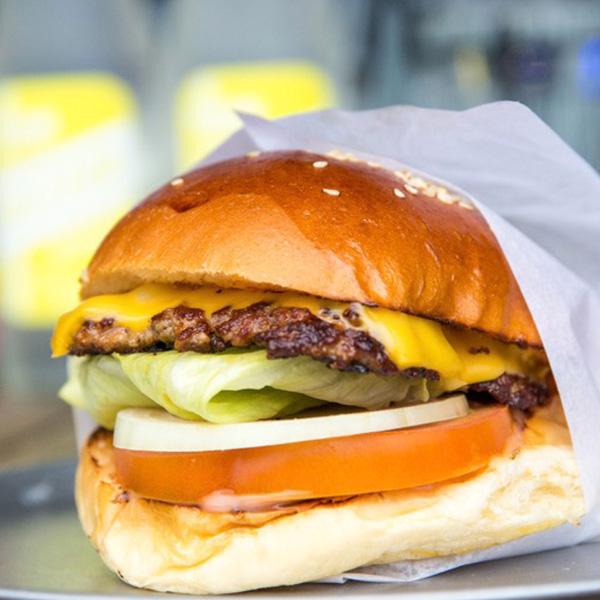 California Burgers - The California Classic Burger in Chapel St